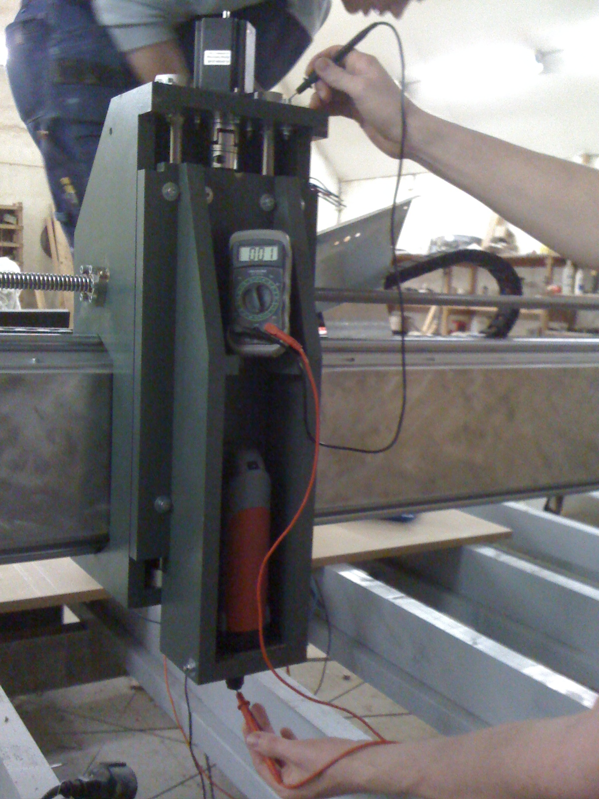 We used the HDF-Alu laminate as a conductor for automatic part localization